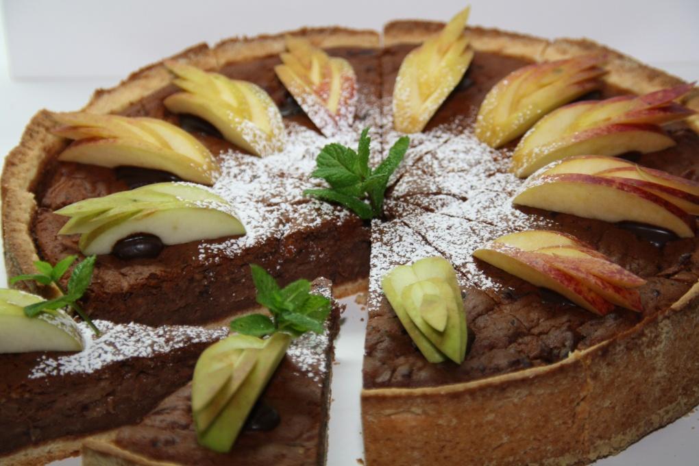 Schokoladenkuchen mit Äpfeln